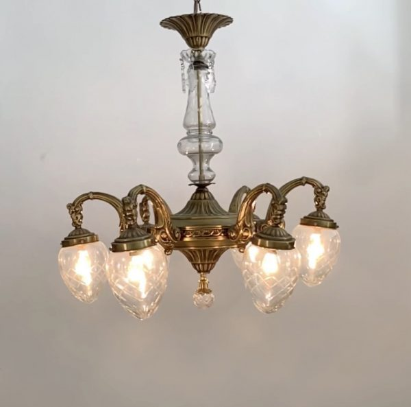 Lámpara de bronce con tulipas