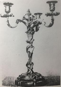 Fig. 4.- Candelabro Luis XV. (Sala del Consejo. Versalles,)
