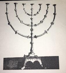 Fig. 4.- Candelabro de siete brazos. Siglo X. (Catedral de Essen.)