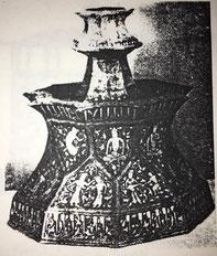 Fig. 4. Candelero damasquiñado. Siglo XII. (Museo Gulistán. Teherán.)