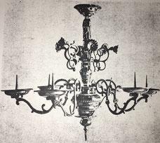 Fig. 10.- Lámpara gótica. (Escuela del Mosela.) Finales siglo XV.