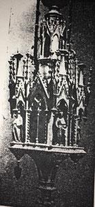 Fig. 11.- Lámpara gótica. (Sirena.) Siglo XIV