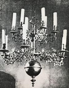 Fig. 13. -Lámpara estilo barroco flamenco. Berlín. Siglo XVIII.