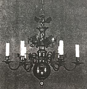 Fig. 14. -Lámpara estilo barroco. Escuela del Mosela. Siglo XVII.