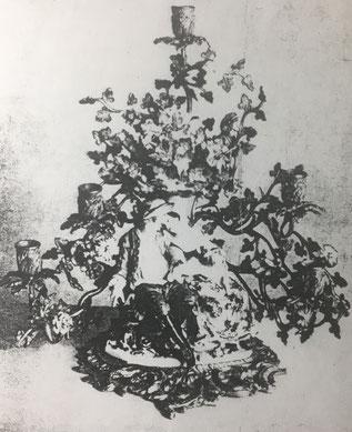 Fig. 5.- Sobremesa estilo Luis XV, de bronce y porcelana. Por los años 1785. (Colección Wallace. Londres)